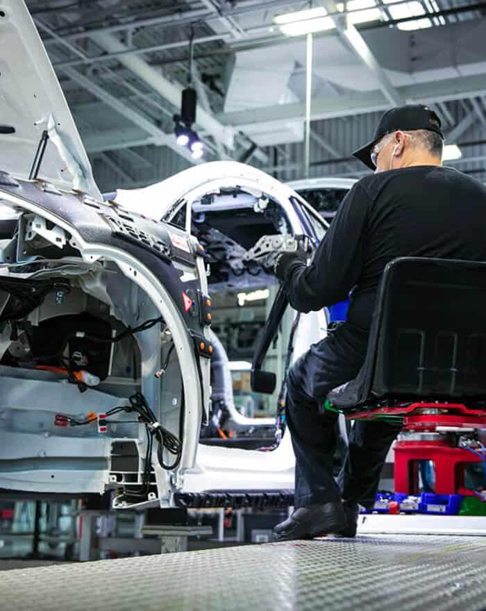 trabajador del sector automóvil