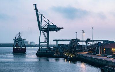 Ventajas e inconvenientes del transporte por carretera vs marítimo
